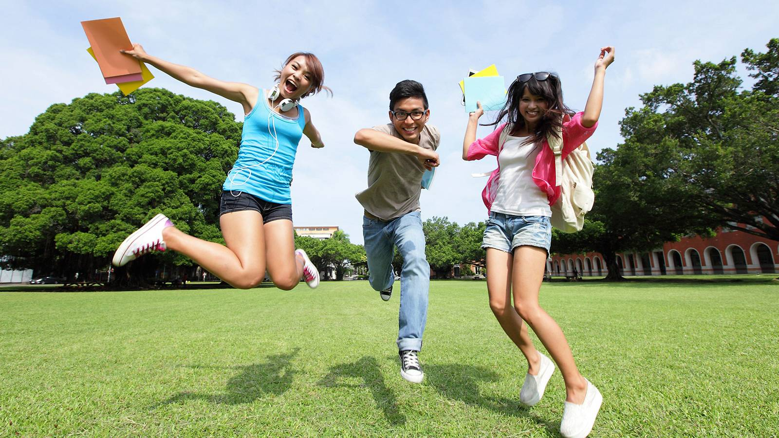 Kids-5-ways-to-guide-junior-into-a-happy-teen-MAIN