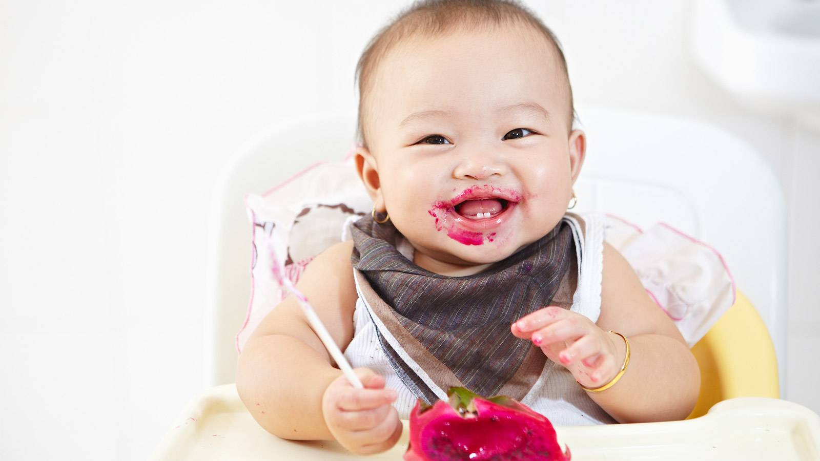 Babies--A-timeline-of-your-baby's-feeding-skills-main