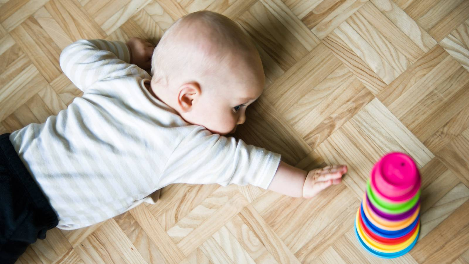 Babies-Track-your-baby's-milestones-Sense-of-self1