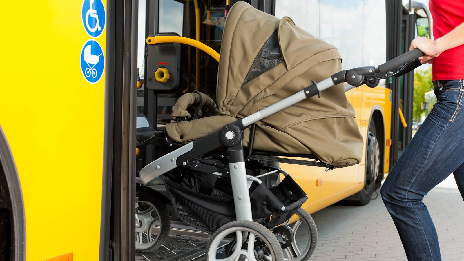 Babies---How-to-enjoy-bus-rides-with-open-strollers-1