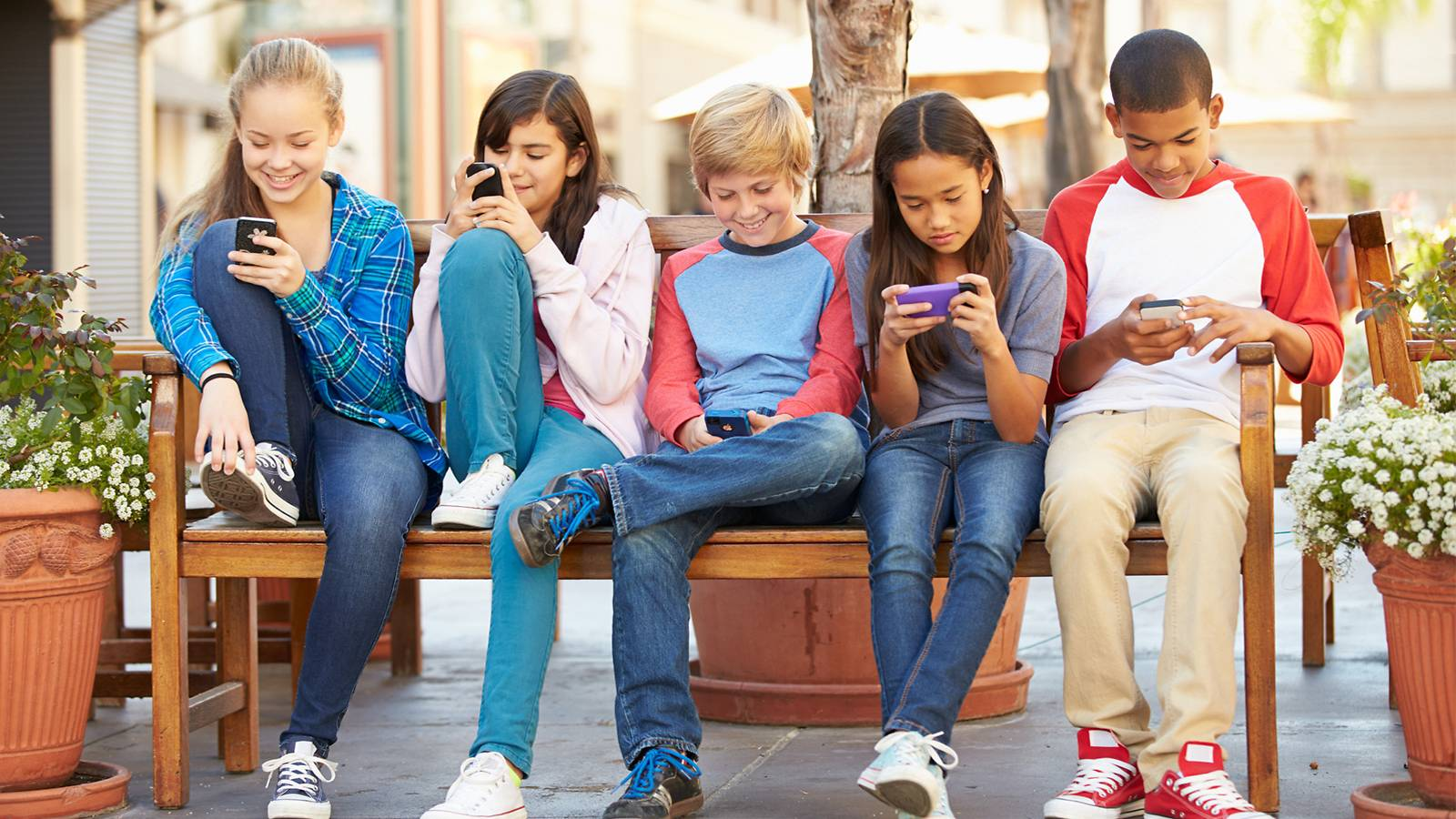 Kids-—-9-social-media-dos-and-don'ts-for-junior-1