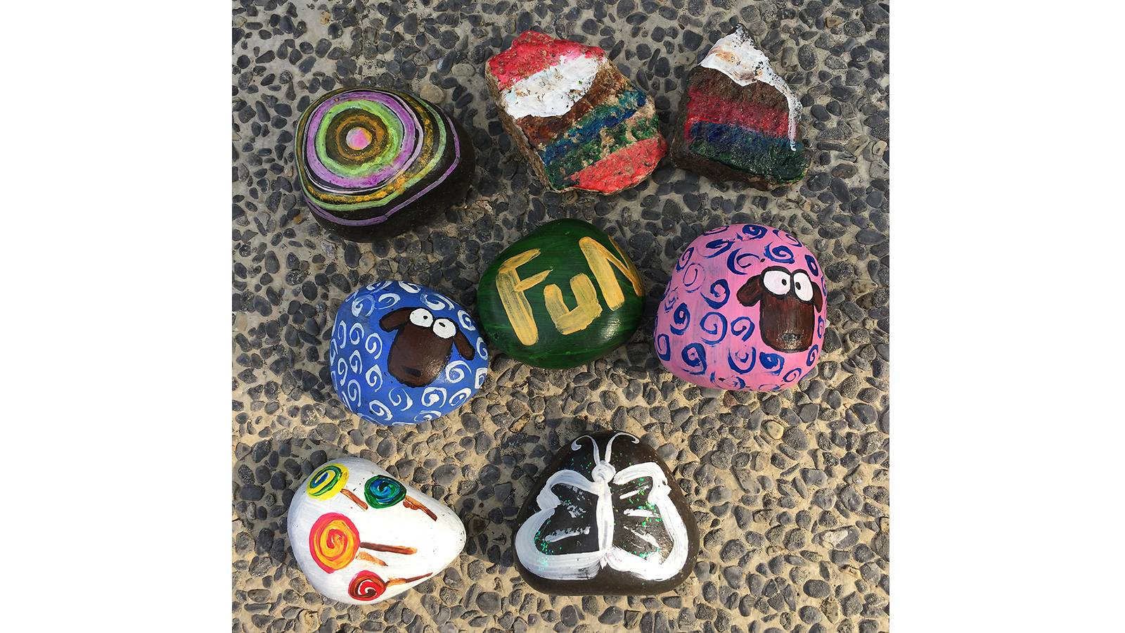 Kids-MUM-SAYS-We-hide-rocks-for-other-kids-to-find-r6