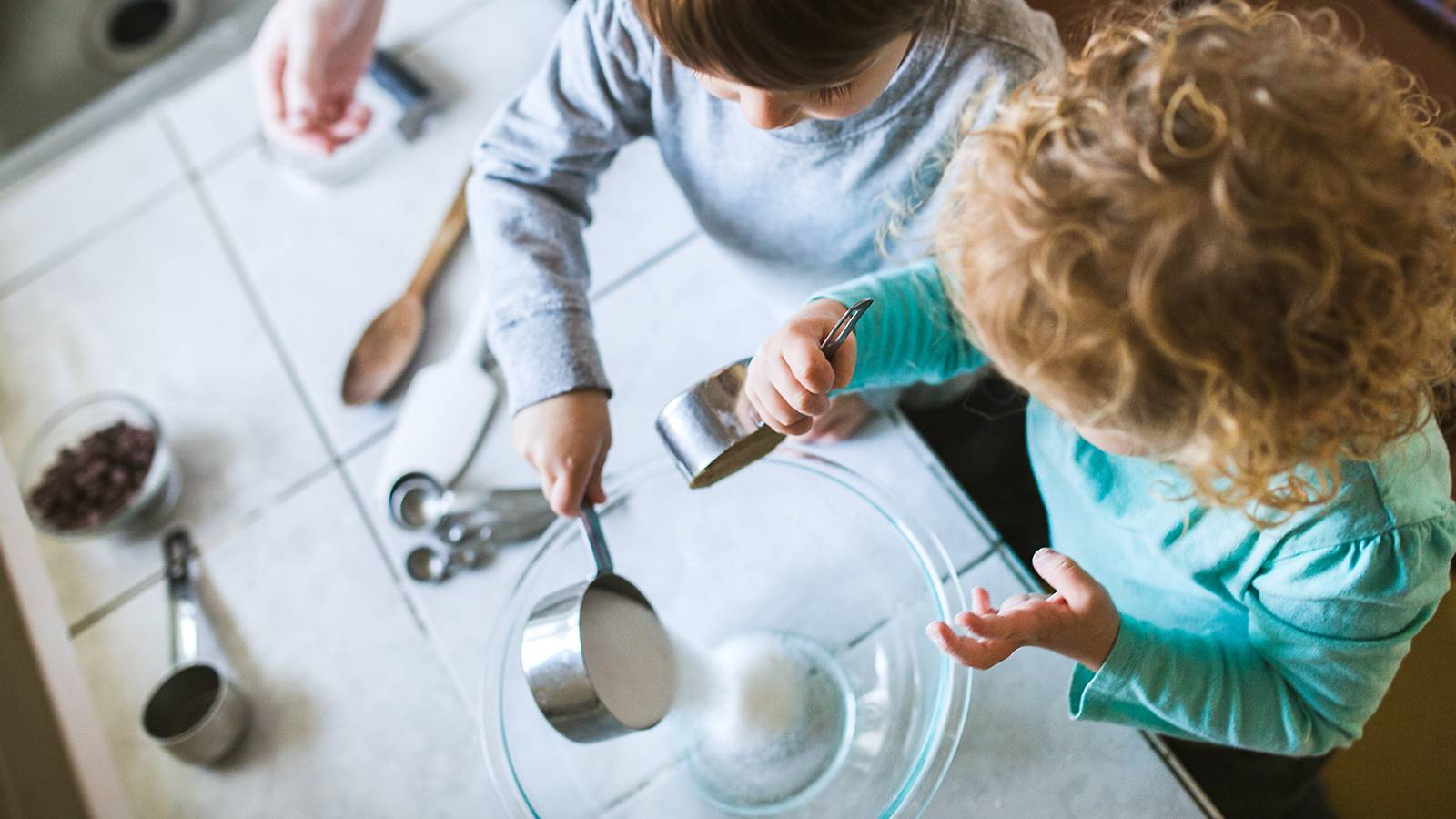 Tots-Age-appropriate-kitchen-skills-for-your-child-Infographic-MAIN