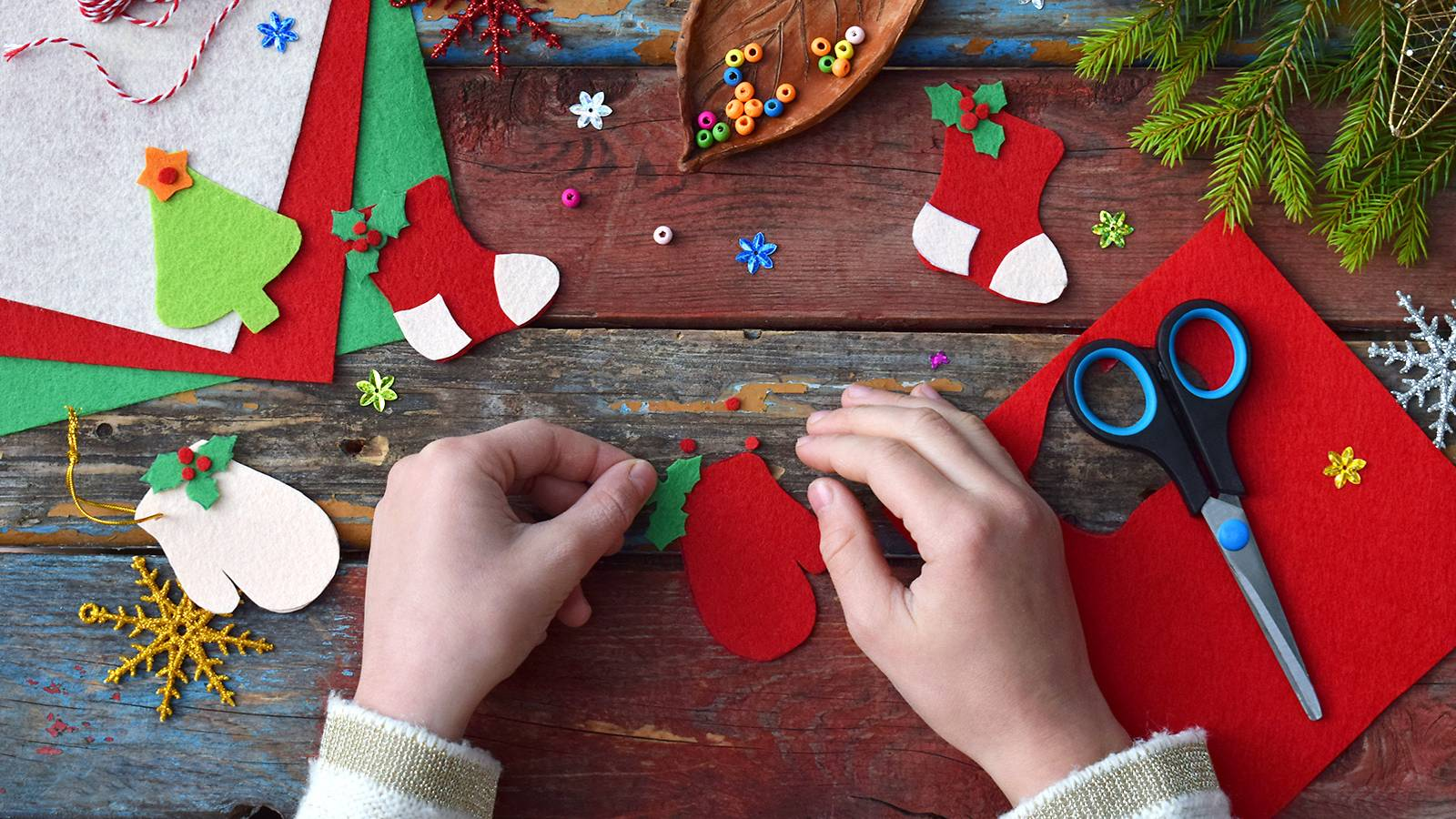 Tots-5-easy-Christmas-crafts-your-tot-can-make-[Infographic]-MAIN
