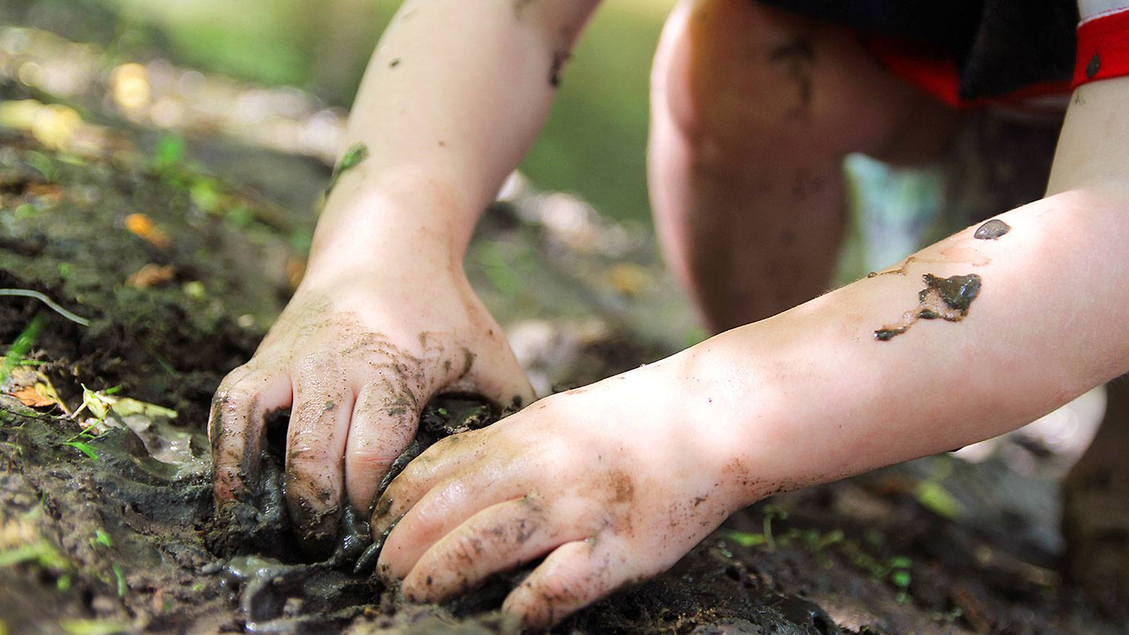 Kids-5-ways-dirt-strengthens-junior's-immunity-2