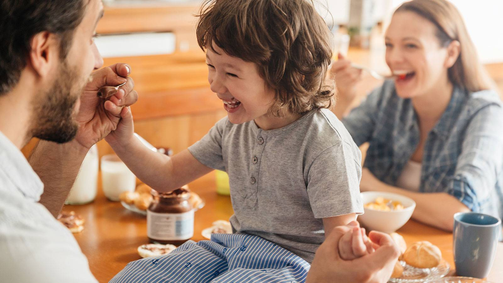 Tots-6-common-feeding-mistakes-parents-make-2