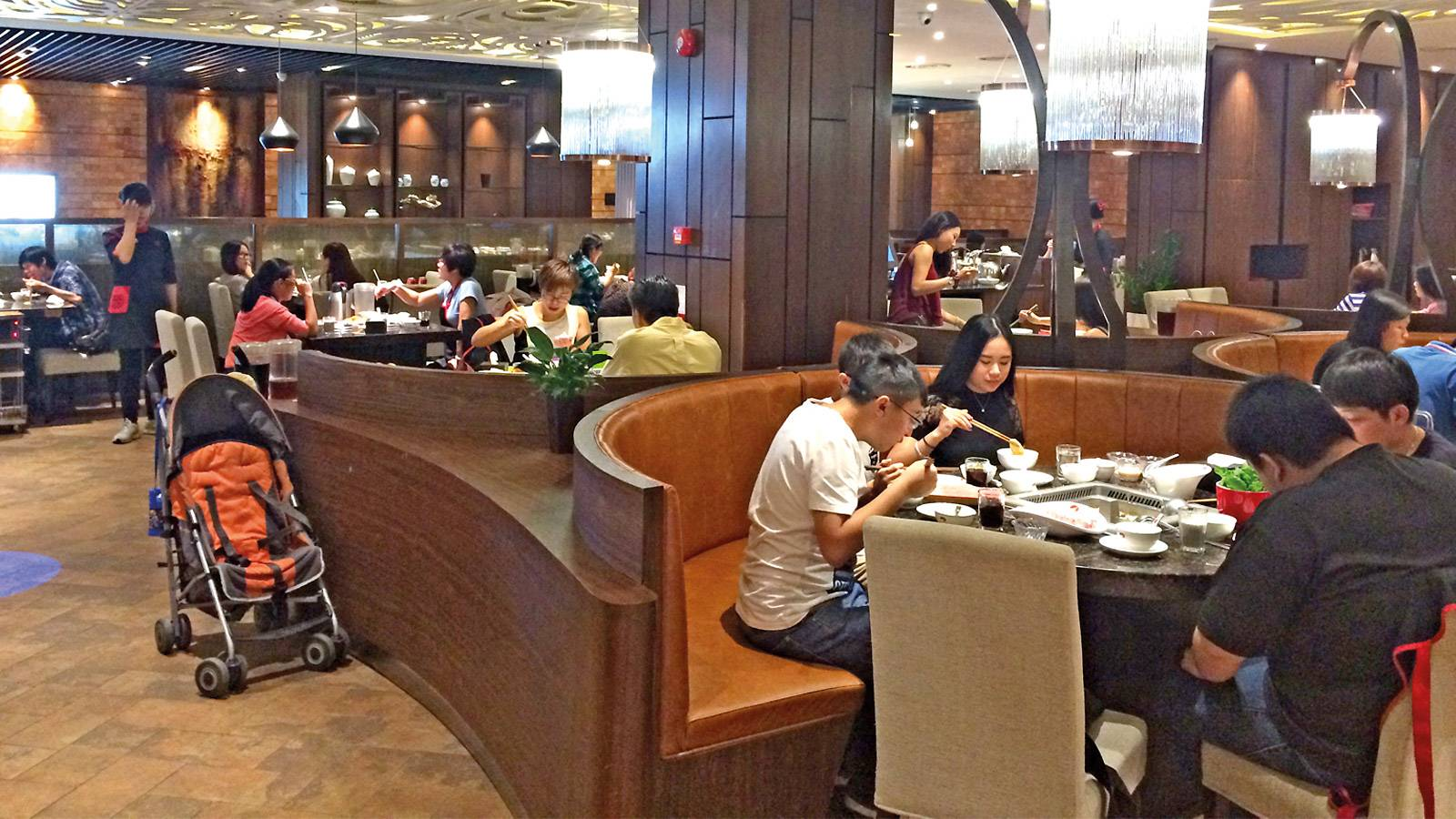 Restaurant-Reviews-hai-di-lao-hot-pot-2