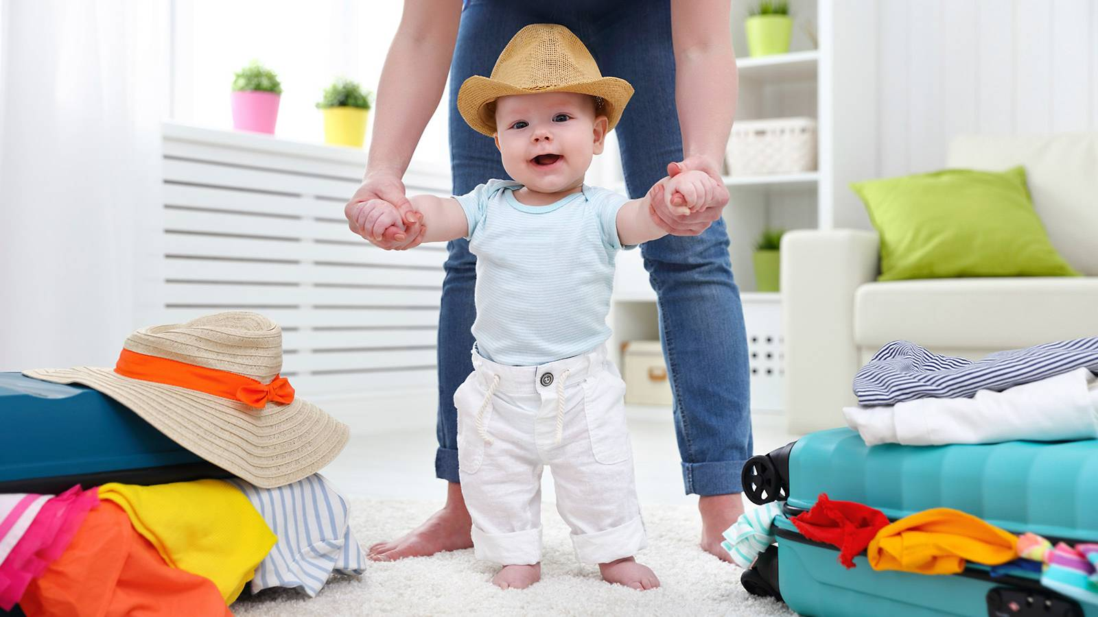 Babies-Track-your-baby's-milestones---Travelling2