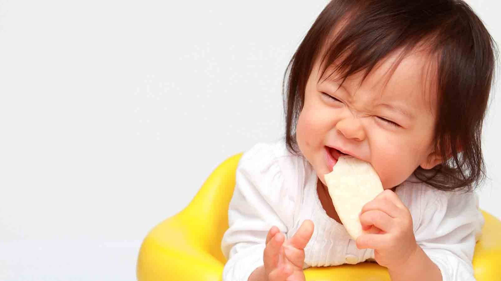 BUYER'S-GUIDE-8-Best-baby-snacks-MAIN
