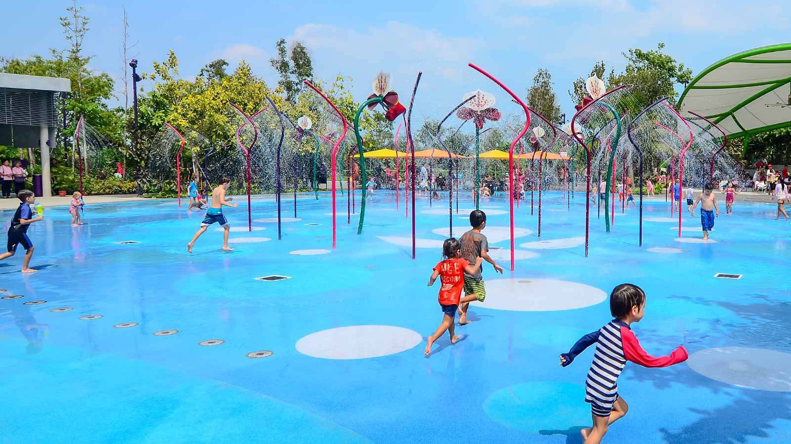 Tots-5-fab-and-free-playgrounds-junior-will-love-GARDENS-BY-THE-BAY