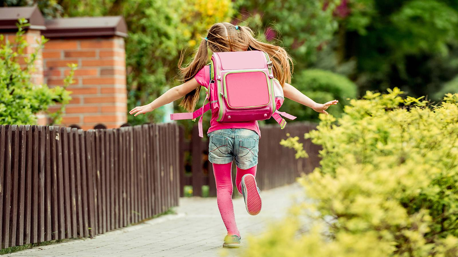 Kids-BUYER'S-GUIDE-6-best-backpacks-for-junior-MAIN