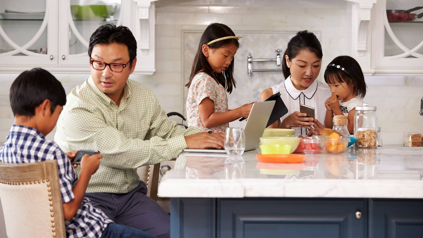 Parents--8-ways-to-fight-social-media-addiction-2
