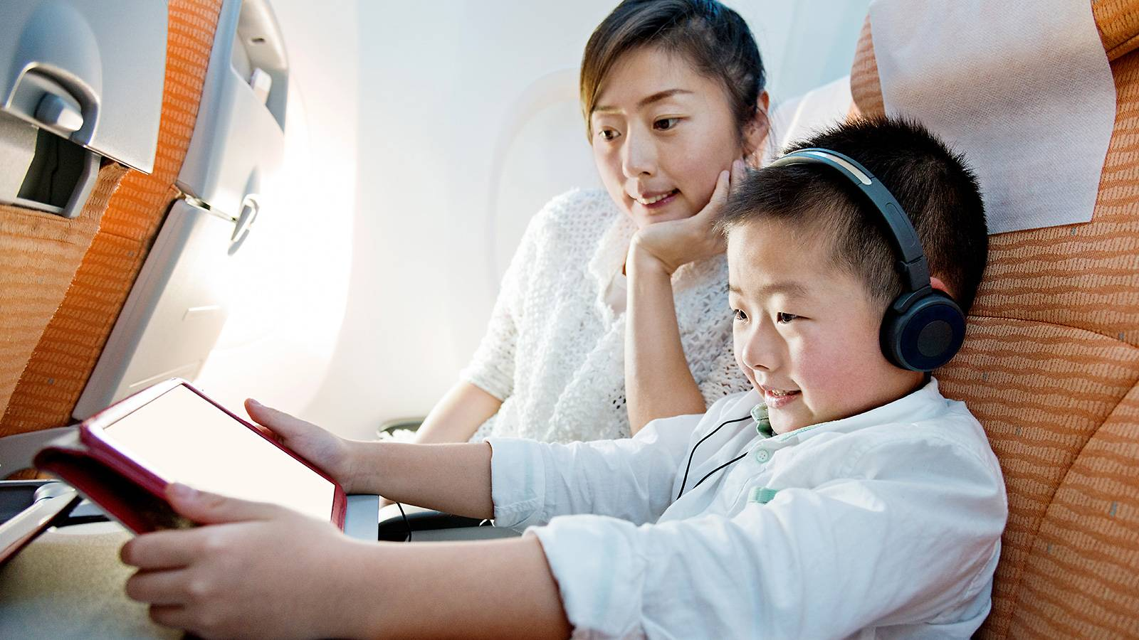 Tots-10-travel-hacks-to-survive-long-haul-flights-with-your-tot-2