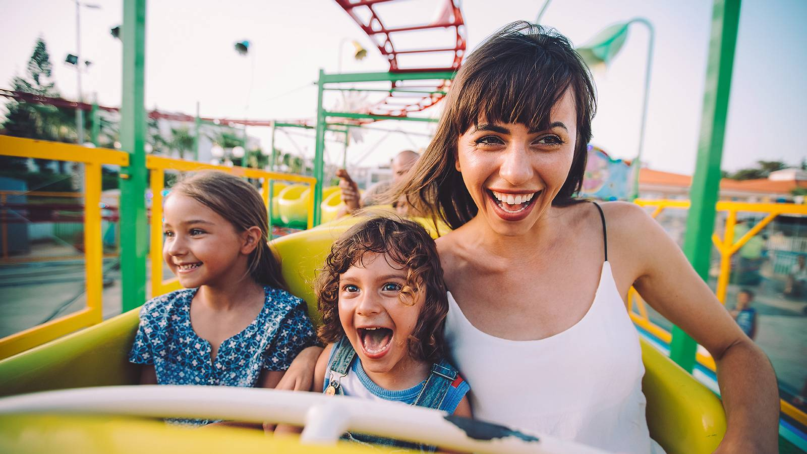 Kids-16-theme-park-hacks-for-the-whole-family-MAIN