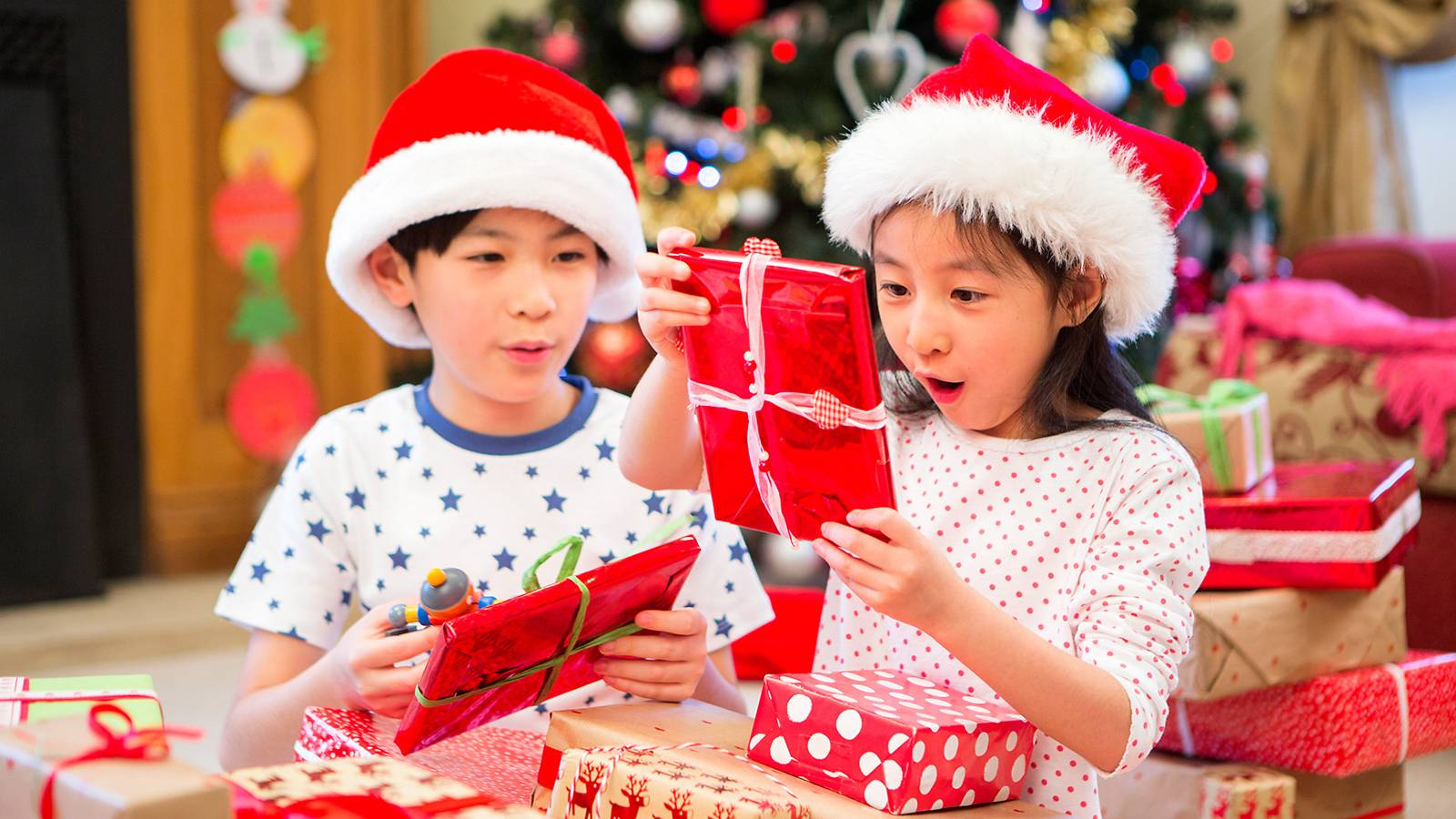 Tots-7-easy-tricks-to-survive-Christmas-parties-with-junior-MAIN