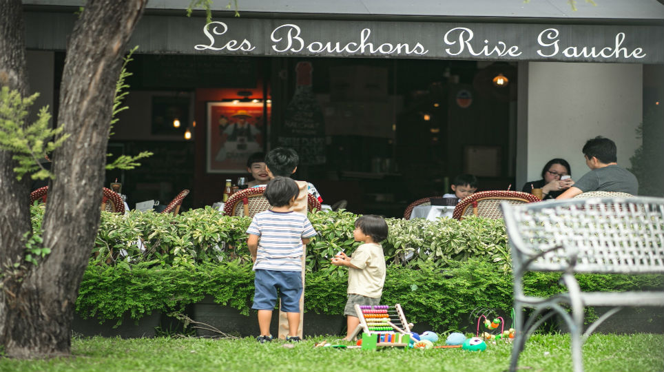 Restaurant Review - Les Bouchons - Kids with toys.jpg