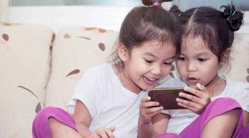 Kids-When-is-the-right-age-to-give-my-child-a-smartphone
