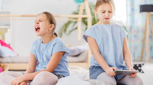 Kids-5-ways-to-deal-with-twin-rivalry-1