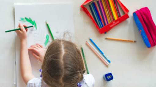 Tots-—-How-to-help-your-left-handed-child-1