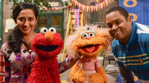 Tots-Elmo-brightens-the-world-one-giggle-at-a-time-3