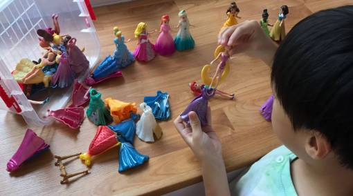 Tots-MUM-SAYS-I-let-my-son-play-with-dolls-MAIN